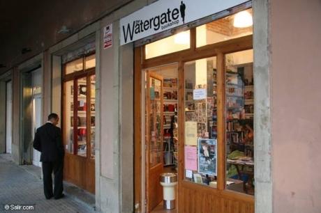 La fabulosa tienda de libros de la verja de agua